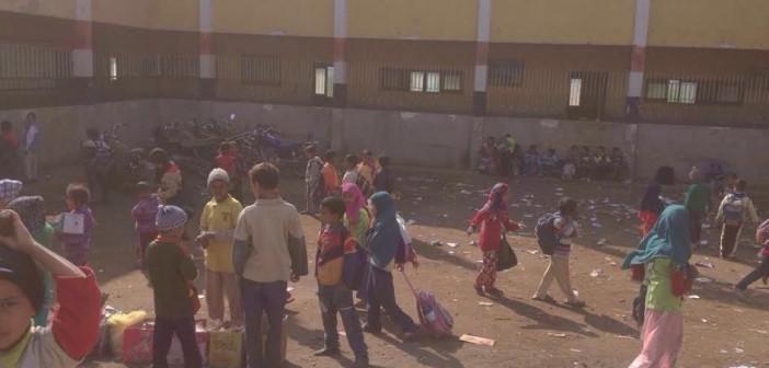 «آيلة للسقوط».. أهالي بسوهاج يدرسون منع أبناءهم من الذهاب للمدرسة