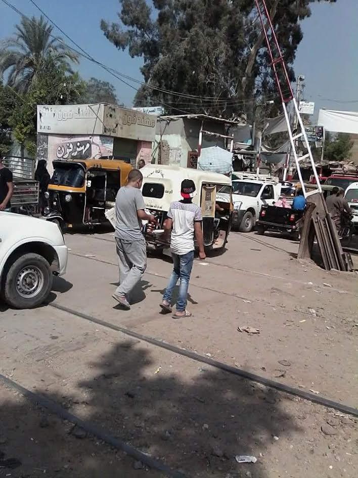 مطالب بإنشاء مزلقان جديد بقرية «أكياد» لتسهيل مرور الأهالي (صور)