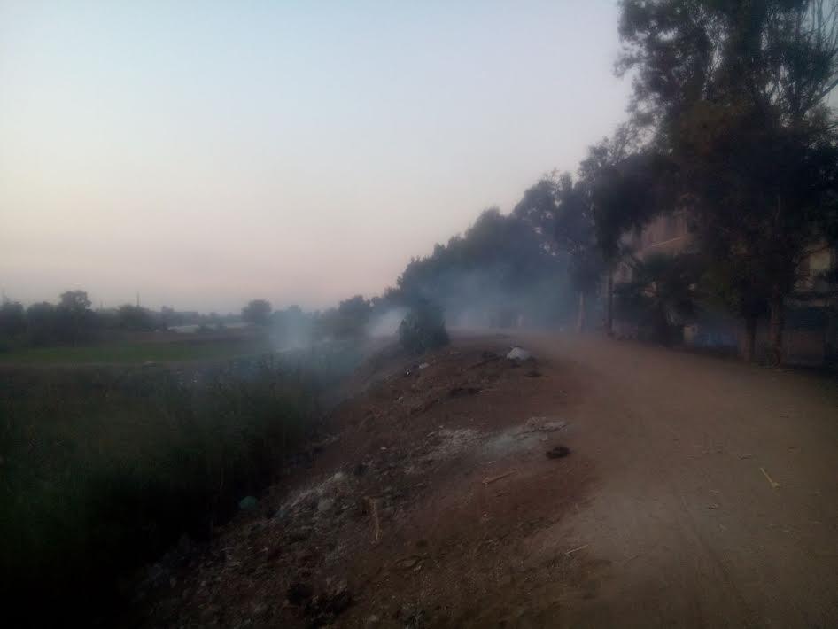 أهالي «كفر نعمنا» يشكون حرق القمامة وتجاهل المسئولين لشكواهم (صور)