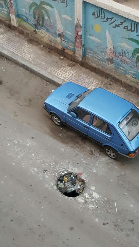 غرق شارع المعهد الديني بمدينة دمنهور بمياه الصرف الصحي: بيستعدوا للدراسة (صور)