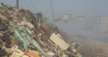 سكان «المرج» يشكون انتشار القمامة وحرقها وسط الكتلة السكنية (صور)