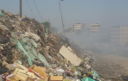حرق القمامة وسط الكتلة السكنية بالمرج.. والحي يتجاهل شكاوى المواطنين (صور)