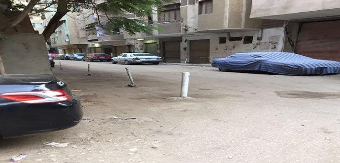 🚦مواطن ينتقد تعديات حواجز «ركن» السيارات في شوارع بالهرم (صور)