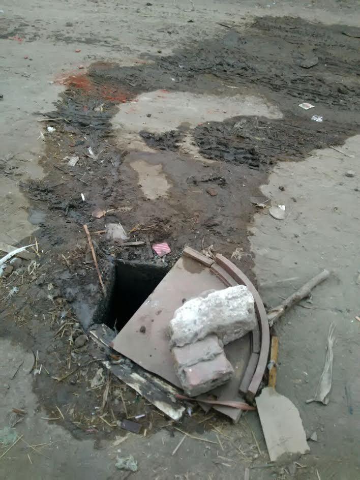 أهالي «الرست» بالشرقية يشتكون سوء تنفيذ مشروع الصرف الصحي بالقرية (صور)