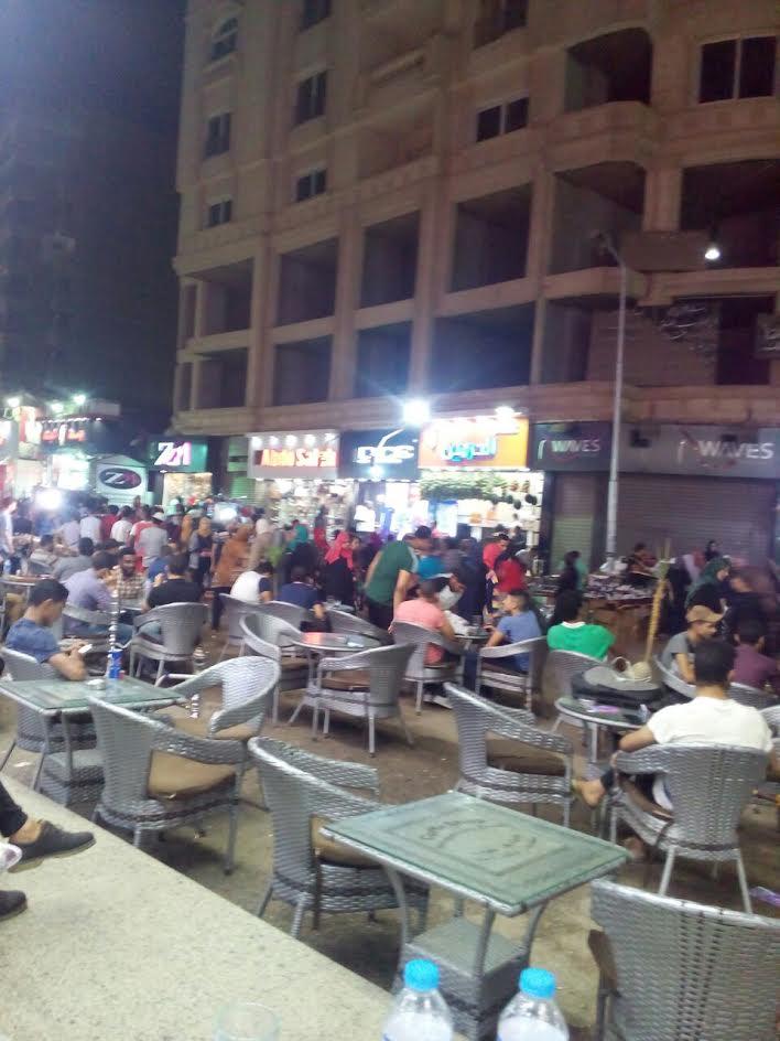 سكان شارع العريش بفيصل يشكون الانتشار العشوائي للمقاهي وإشغالهم الطريق (صور)