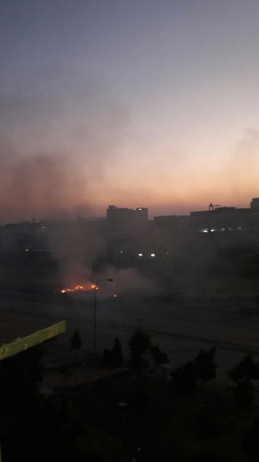 سكان مدينة النهضة بحي السلام يشكون حرق القمامة وسط غياب للمسئولين.. (صور)