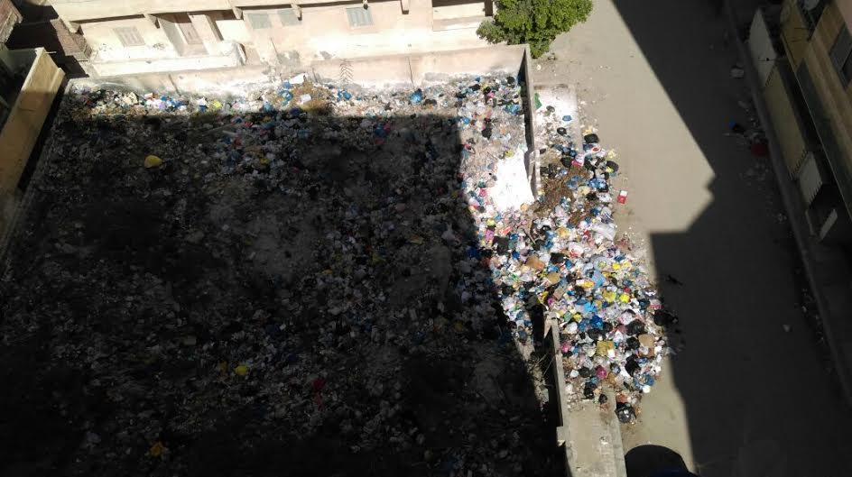 القمامة تحاصر شاطئ «زهراء العجمي» بالإسكندرية: (المنطقة مش على الخريطة)