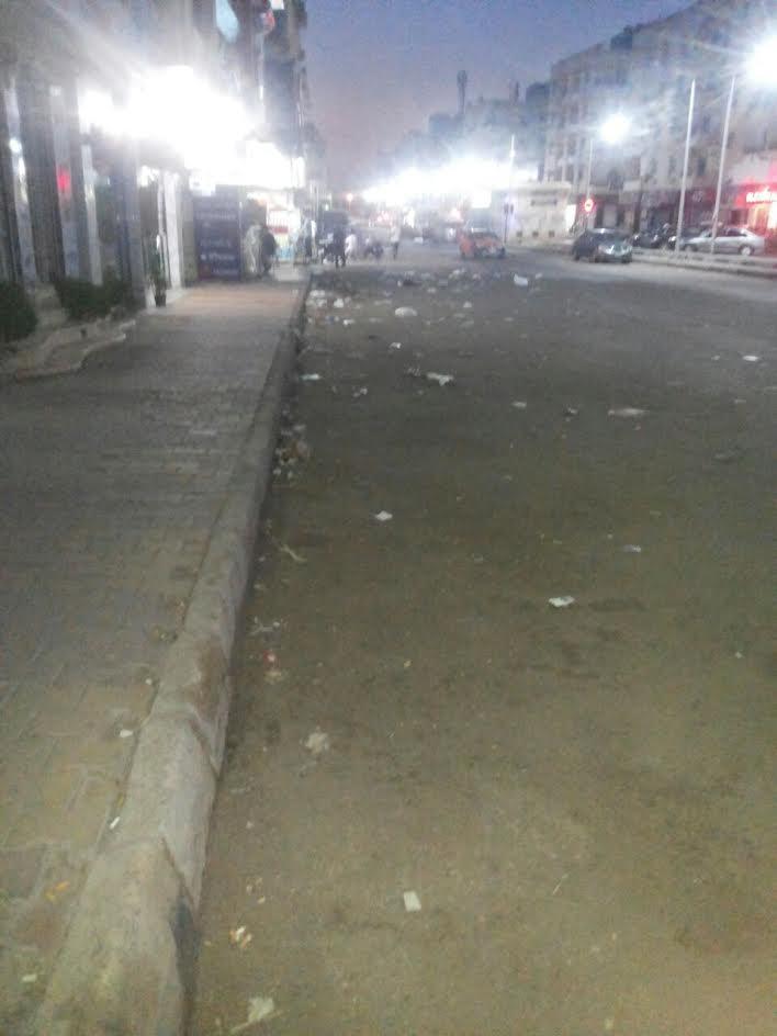بالصور.. انتشار القمامة في شوارع الغردقة في غياب المسئولين.. «السياح يقولوا أيه عنا»