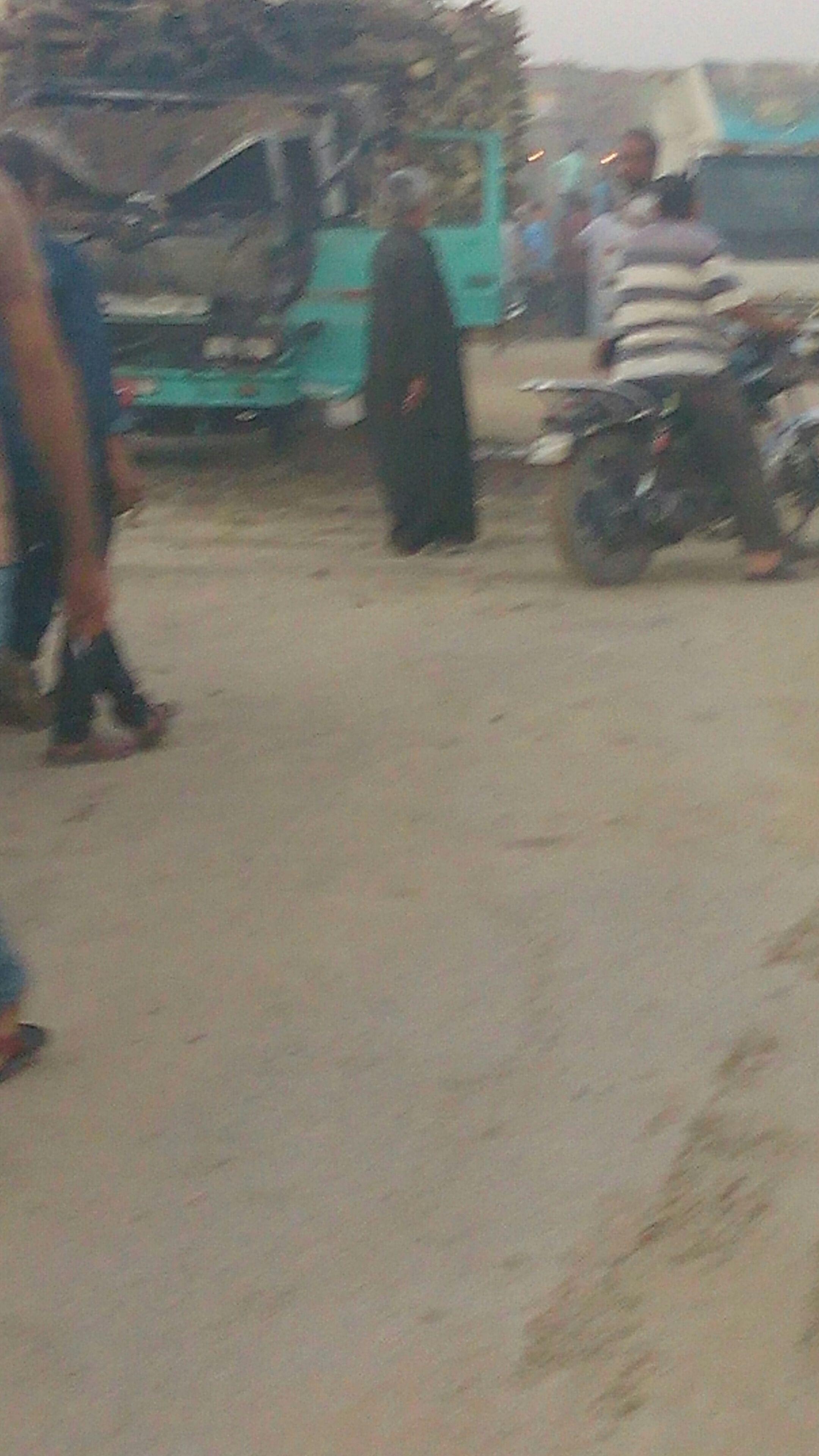 بالصور.. احتراق سيارة نقل أخشاب بالشرقية.. وشاهد: مواطن لقي مصرعه و2 أصيبا في الحادث