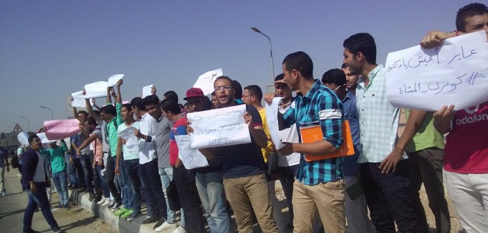 بالصور.. مظاهرة لطلاب معهد «الصفوة» بعد مصرع طالبة على طريق القاهرة ـ الإسماعيلية