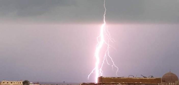 ⚡️بالصور.. موجة من البرق والرعد مصحوبة بسقوط أمطار في مدينة الطور