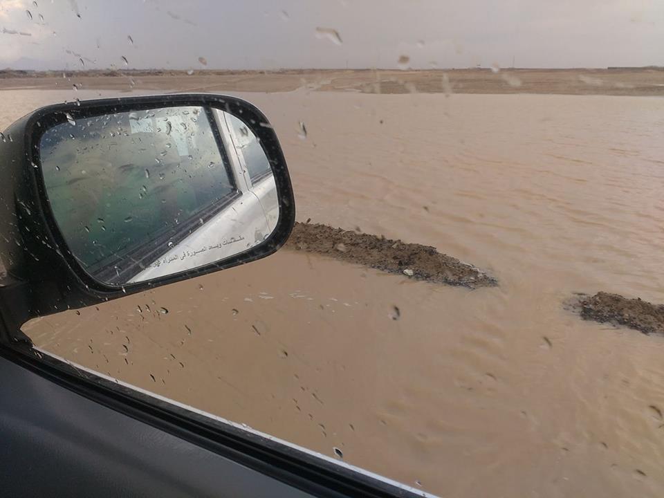 بالصور والفيديو.. غرق شوارع ومناطق حيوية بالغردقة في الأمطار والسيول