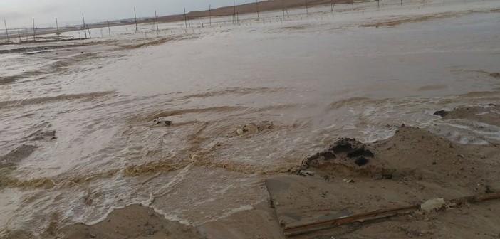 ⛈بالصور والفيديو.. غرق مناطق حيوية بينها مطار الغردقة في الأمطار والسيول
