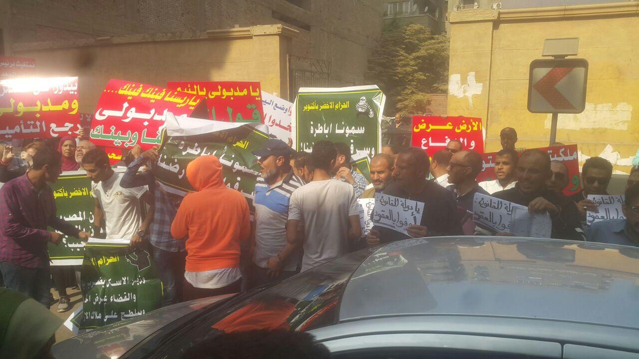 بالصور والفيديو.. ملاك الحزام الأخضر يتظاهرون أمام «الإسكان» ضد سحب أراضيهم