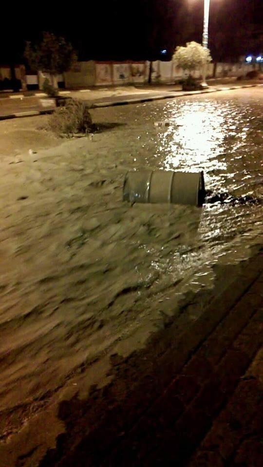 صباح ومسا.. سيول جارفة تغرق رأس غارب.. وتُسقط ضحايا وتشل حركة المواطنين (صور وفيديو)