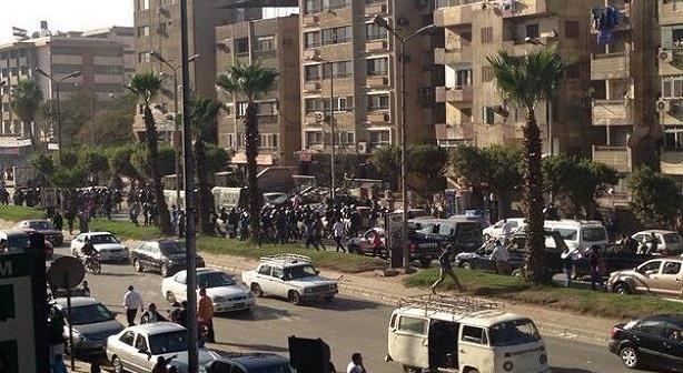 بسبب حفر أنفاق المترو.. سكان «ترسا» بالهرم يطالبون بعسكري مرور لمواجهة الزحام