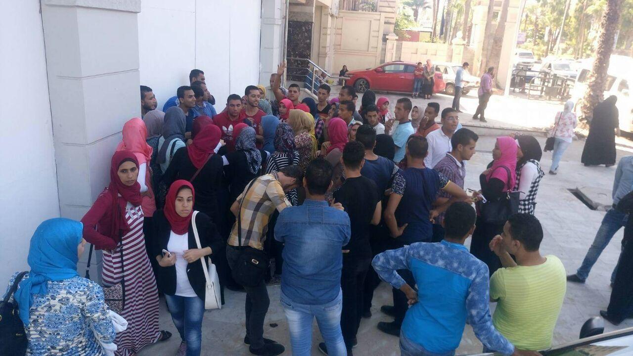 بالصور.. طلاب يقاضون معهد تمريض خاص بالإسكندرية.. ويتهمونه بالنصب عليهم