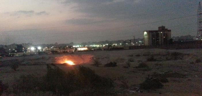 مواطن يرصد حرق المخلفات بشارع بمدينة نصر يوميًا دون اهتمام الحي (فيديو)
