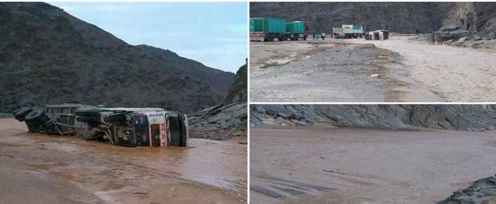 ⚡️بالصور.. شلل مروري وانقلاب سيارات على طرق مرسى علم والقصير بسبب السيول