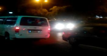 سيارات تخالف قواعد السير في إشارة مرور «ابن سندر» بالزيتون (فيديو)