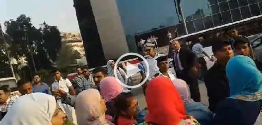 ▶️فيديو.. مظاهرة لأولياء الأمور للمطالبة بحق أطفالهم في «التجريبية»