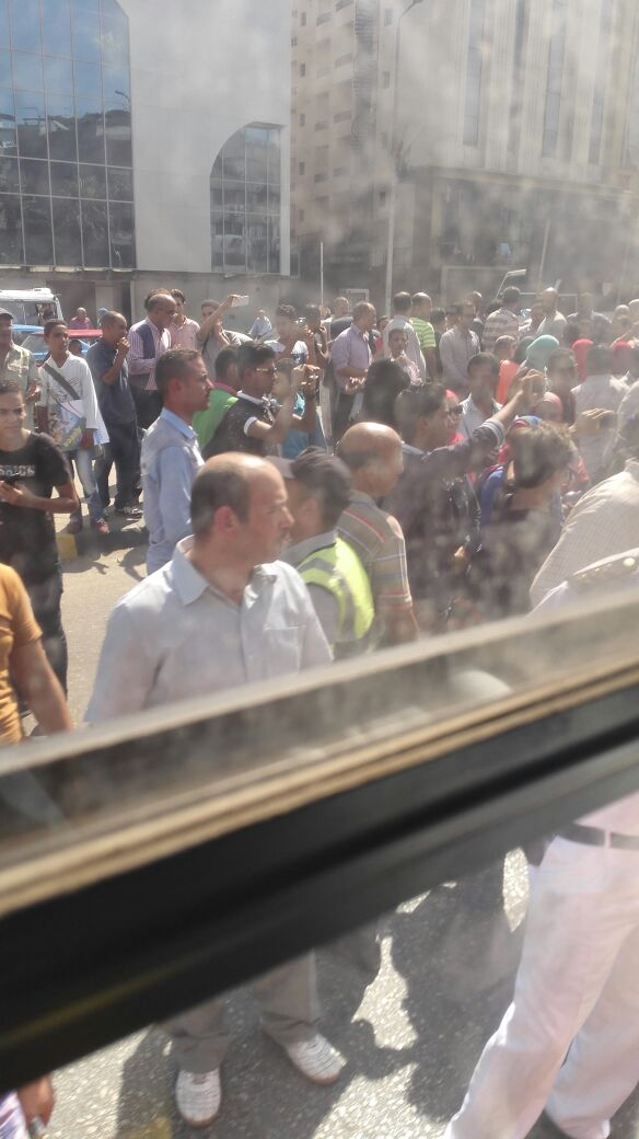 بالصور.. أولياء أمور يقطعون شارع الهرم بعد عدم قبول أبنائهم بالمدارس التجريبية