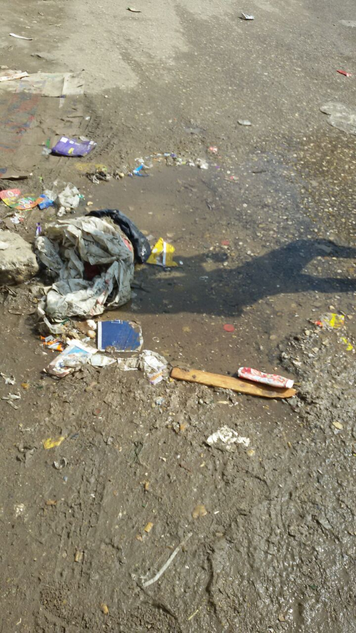 بالصور.. انكسار ماسورة مياه رئيسية بشارع ترسا في الهرم