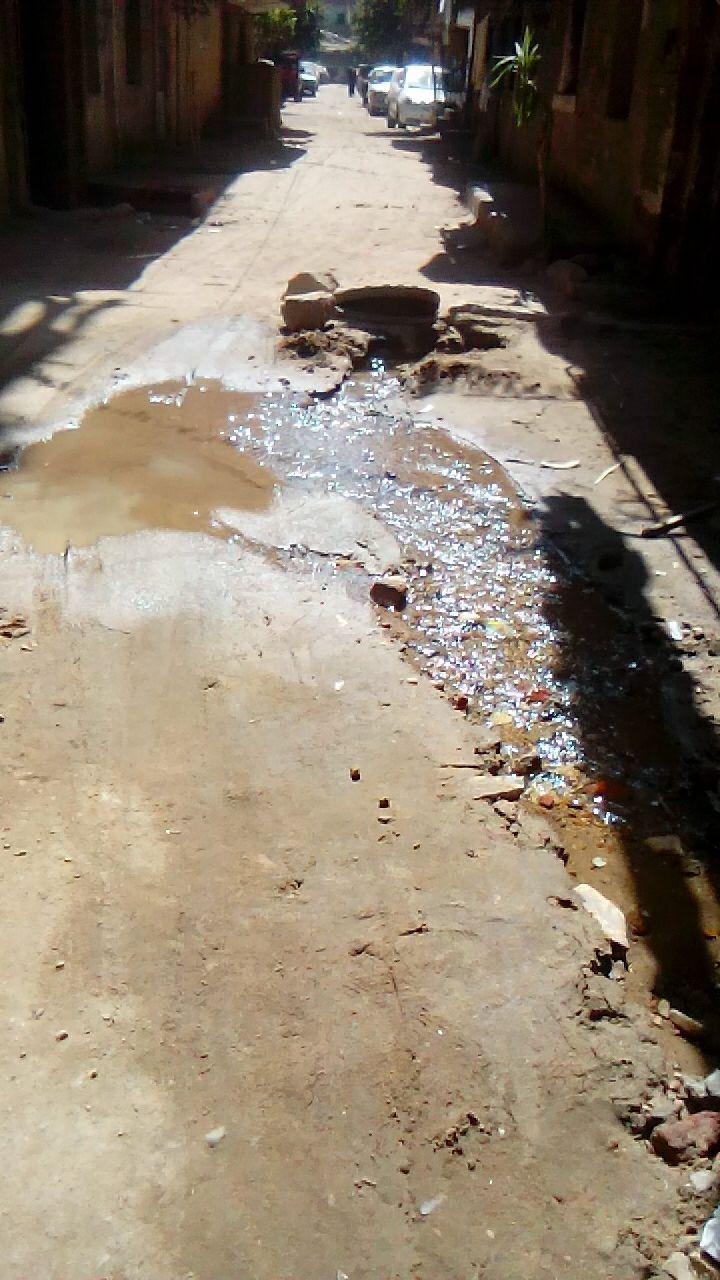 عطل بماسورة مياه بعين شمس الغربية