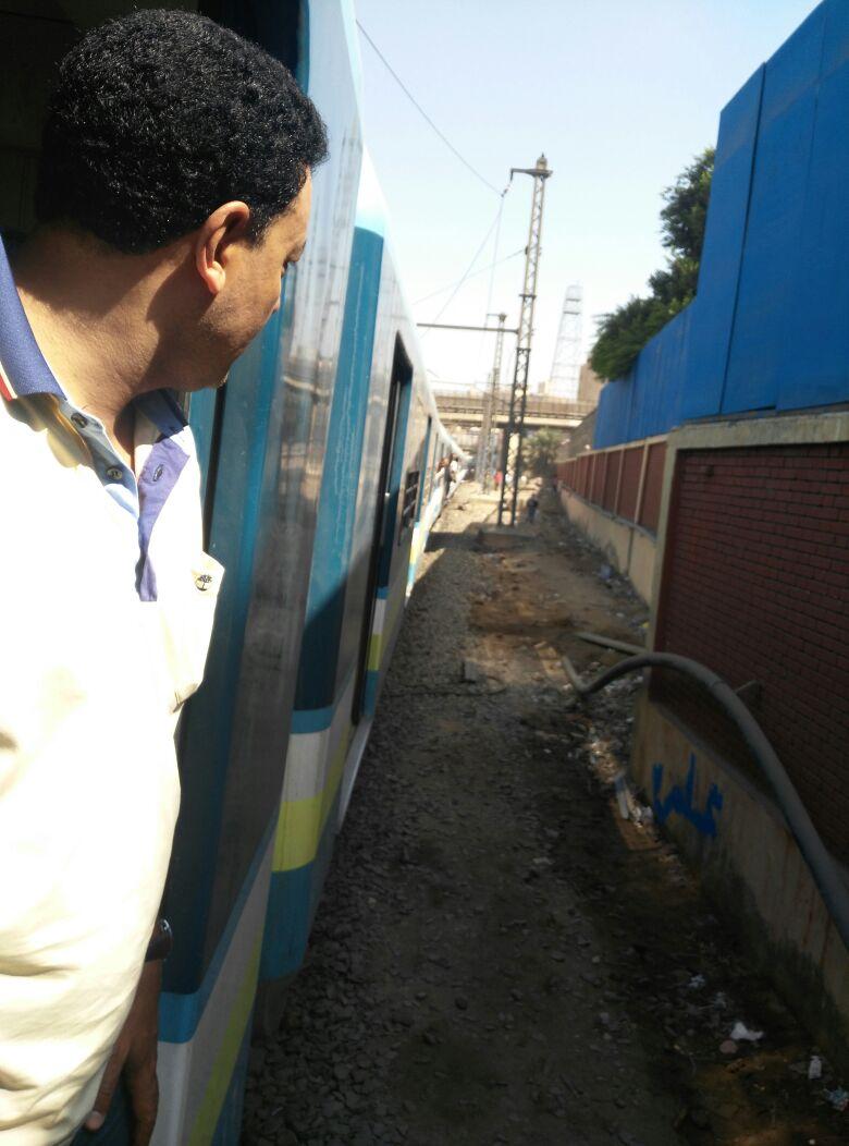 بالصور.. لحظة تعطل المترو بين محطتي السيدة زينب الملك الصالح بعد عطل بأحد القطارات