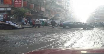تواصل أزمة طفح المجاري في شارع جمال عبدالناصر بجسر السويس وسط تجاهل المسؤولين