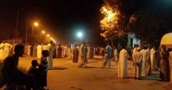 إعادة فتح طريق أسوان ـ القاهرة بعدما قطعه المئات احتجاجًا على مقتل مواطن (صور)