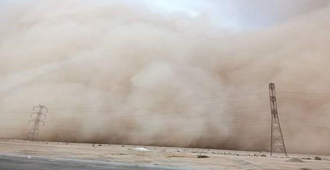 بالصور.. عاصفة ترابية على طريق الجيش في بني سويف