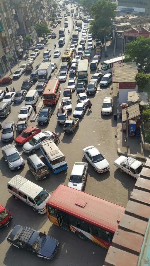زحام مروري بمدخل «الضاهر» ومطالب بتحويل الطريق لإتجاهين (صورة)