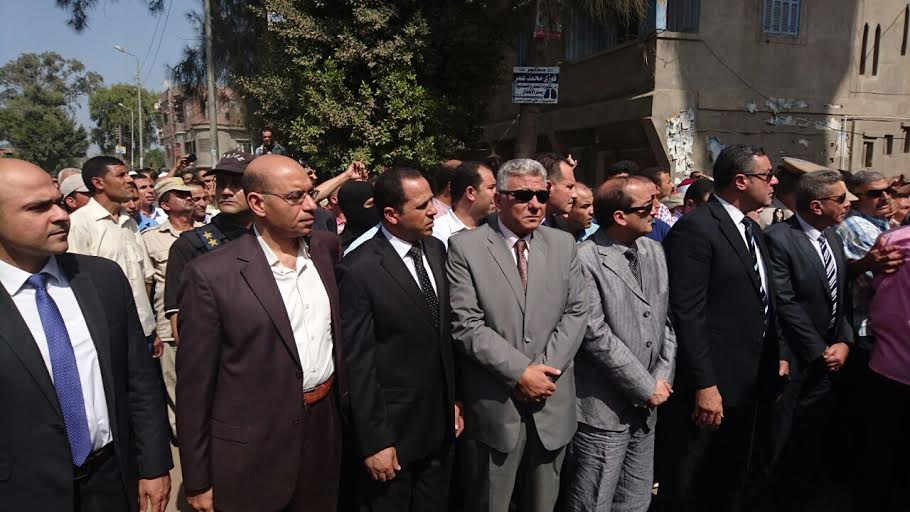 أهالي «الرحمانية» يشاركون في تشييع جثمان شهيد الشرطة.. واستنفار أمني بالبحيرة (صور)