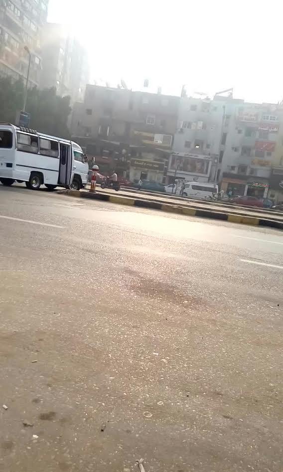 سيارات تسير عكس الاتجاه بشارع جامعة الدول العربية (صور وفيديو)