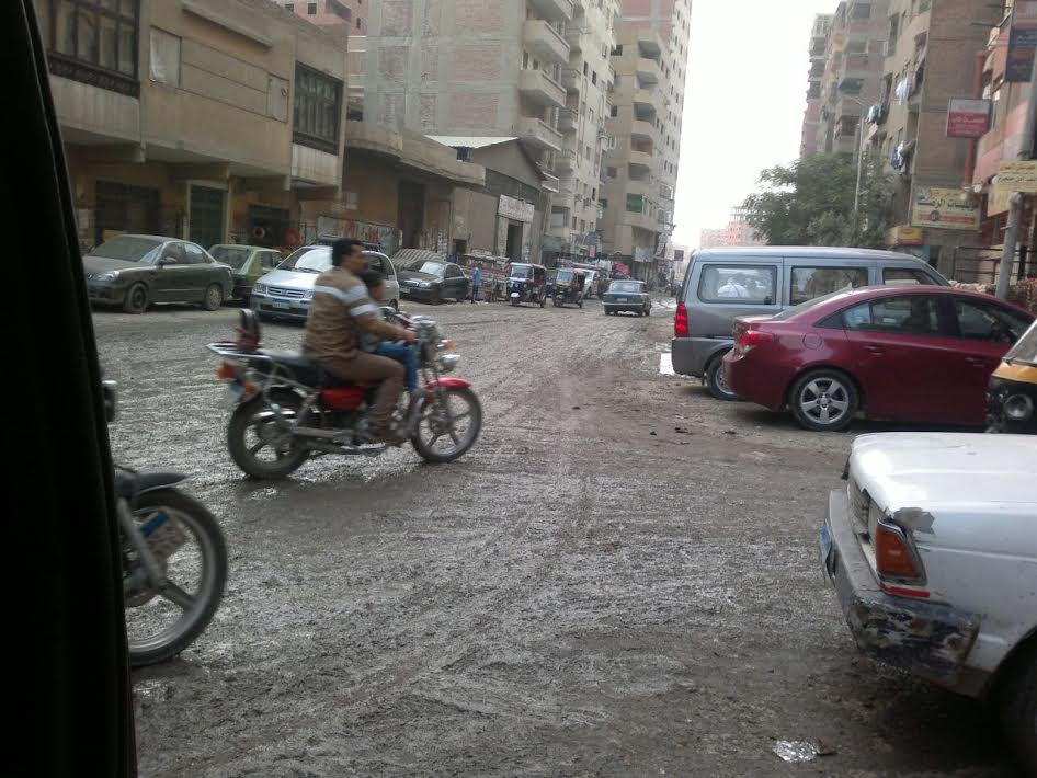 أهالي الحرفيين يطالبون برصف شارع «جمال عبدالناصر».. ننتظر من 12 عام (صور)