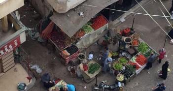 أهالي «المحمودية» يشكون انتشار الباعة الجائلين بالشوارع رغم بناء سوق لهم (صور)