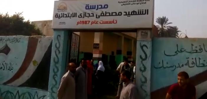 أهالي «وردان» بالجيزة يطالبون بوقف ترميم مدرسة حتى نهاية الدراسة (فيديو)