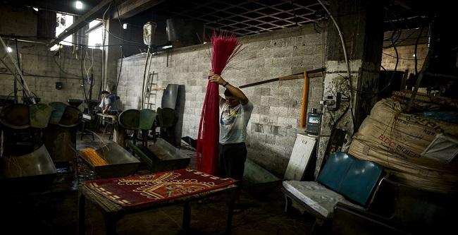 فيديو.. أصحاب مصانع البلاستيك المُعطلة بشبرا الخيمة: «بيوتنا اتخربت.. مستقبلنا السجن»
