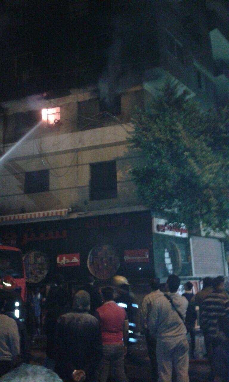 بالصور.. اللحظات الأولى لحريق مخزن أدوات مكتبية بالفجالة.. وشاهد عيان: النيران مُستمرة