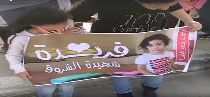 بالفيديو.. وقفة احتجاجية لسكان «الشروق» لتأبين «فريدة» وإقالة رئيس المدينة