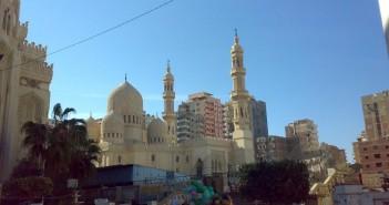 يد الإهمال تضرب مجمع مساجد الإسكندرية الأثرية.. وتعرضها للانهيار (صور)