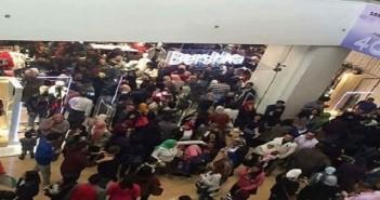 بالصور.. مشاهد من زحمة «الجمعة البيضاء» بالإسكندرية.. ومواطنون: «خدعة»