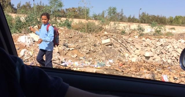مطالب برفع القمامة المتراكمة على خط قطار كينج مريوط