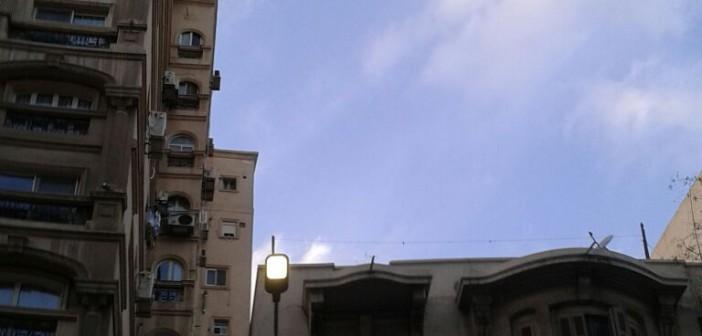 أعمدة إنارة مُضاءة نهارًا في أبو قير بالإسكندرية (صور)