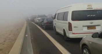 توقف الحركة على طريق مصر ـ إسكندرية الصحراوي بسبب الشبورة (صور)