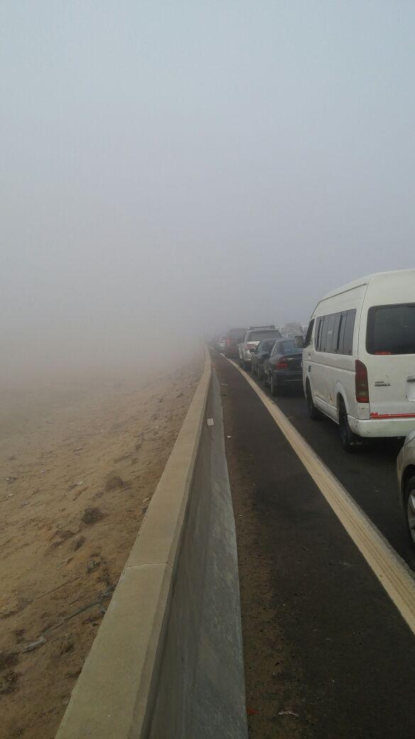 وقف الحركة على طريق مصر ـ إسكندرية الصحراوي بسبب الشبورة (صور)