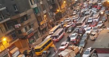 سكان حي الظاهر يشكون من الأزمة المرورية اليومية (صورة)