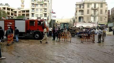 انفجار ماسورة مياه يشل حركة المرور في طنطا (صور)