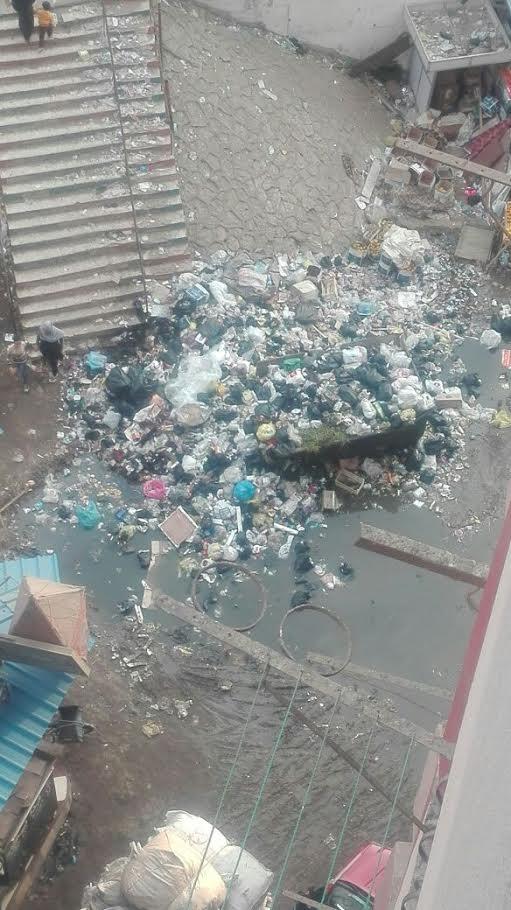 سكان «الخصوص» يشكون انتشار القمامة وطفح الصرف بالشوارع (صور)